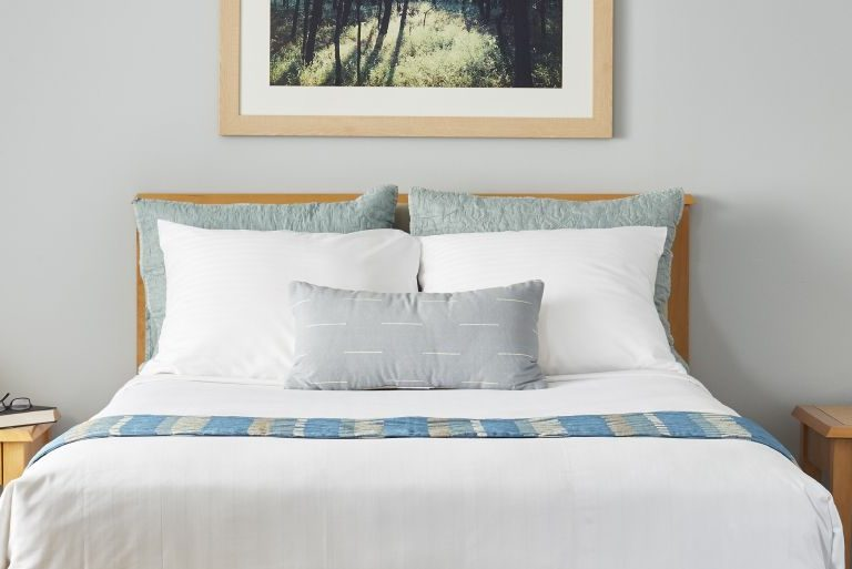 A guest room at The National Conference Center that is decorated in blue and white